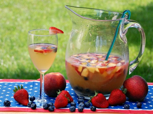 Red, White, and Blue Sangria by www.theredheadbaker.com
