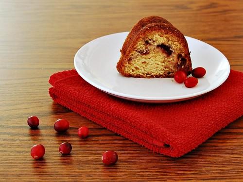 Cranberry-Swirl Bundt Cake #dessert