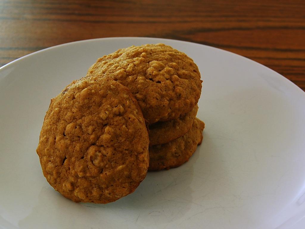 Spiced Pumpkin Oatmeal Cookies #12DaysofCookies