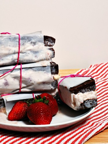 Strawberry Cheesecake Ice Cream Sandwiches #SundaySupper