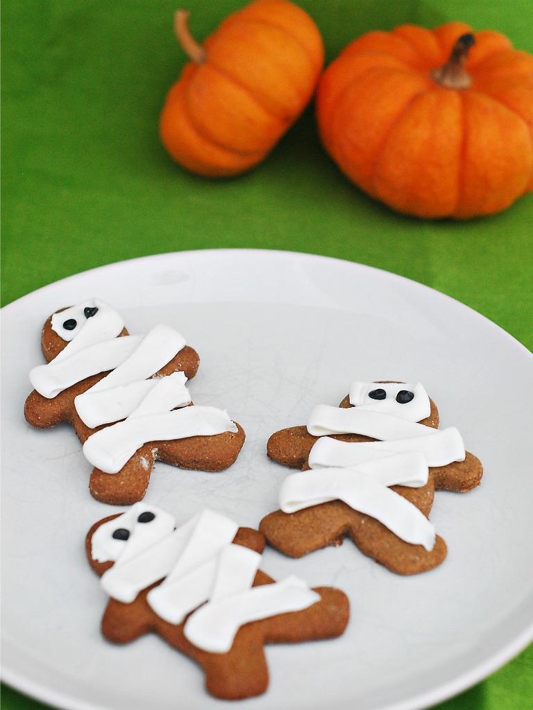 Pumpkin Graham Cracker Mummies #Halloween by @TheRedheadBaker