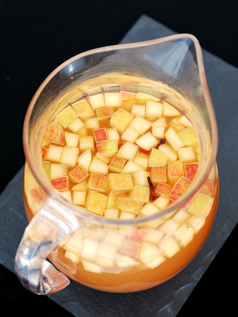 Honeycrisp Apple Sangria by @TheRedheadBaker