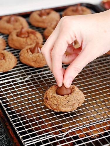 Mocha Blossom Cookies #MerryKissmas by @TheRedheadBaker