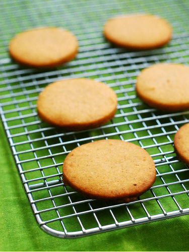 Pumpkin Butter Shortbread Cookies #FBCookieSwap by @TheRedheadBaker