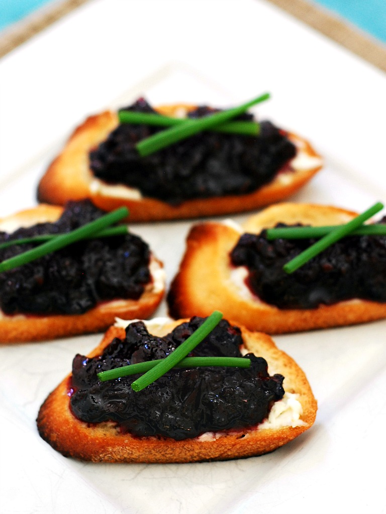 Blackberry-Rhubarb Chutney and Goat Cheese Crostini | theredheadbaker.com