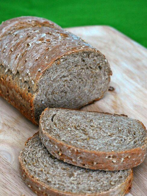Irish Oatmeal Bread #StPatricksDay   theredheadbaker.com