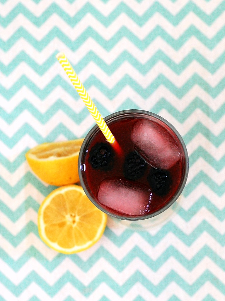 Blackberry Lemonade #SundaySupper | theredheadbaker.com