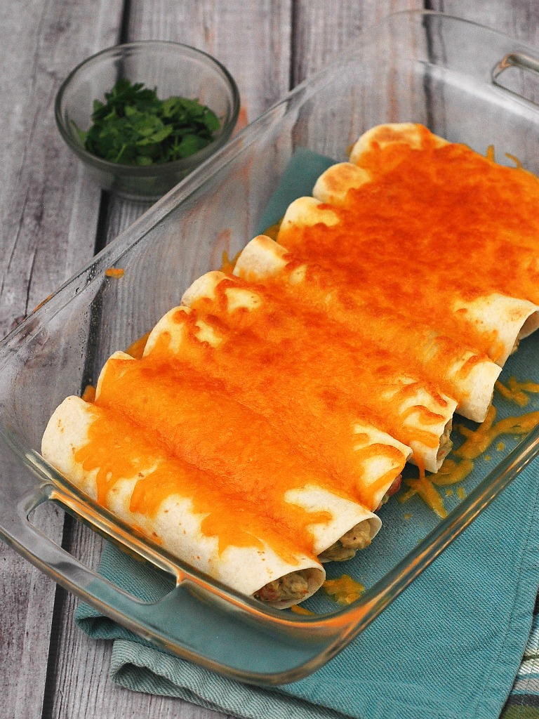 Chicken Verde Enchiladas #WeekdaySupper | theredheadbaker.com