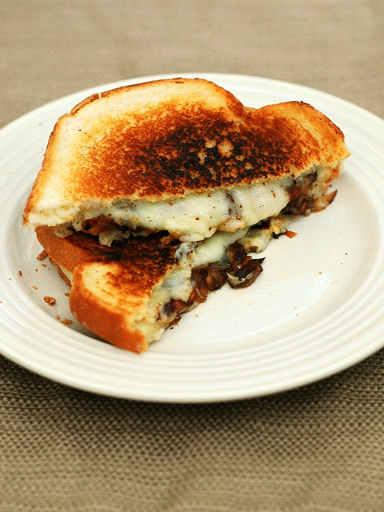 French Onion Grilled Cheese #SundaySupper #GalloFamily | theredheadbaker.com