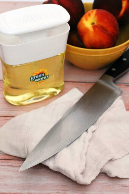 Clorox Green Works Pump 'N Clean is food-safe, so you can easily clean your knife in between cutting ingredients for these Peach-Basil Crostini. #NaturallyClean #CollectiveBias