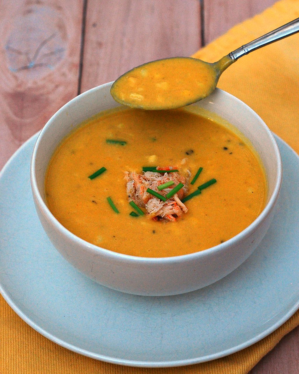 Soup in the summer? Sweet corn shines in this easy, light-but-satisfying summer corn chowder recipe, topped with succulent crabmeat. #SundaySupper TheRedheadBaker.com