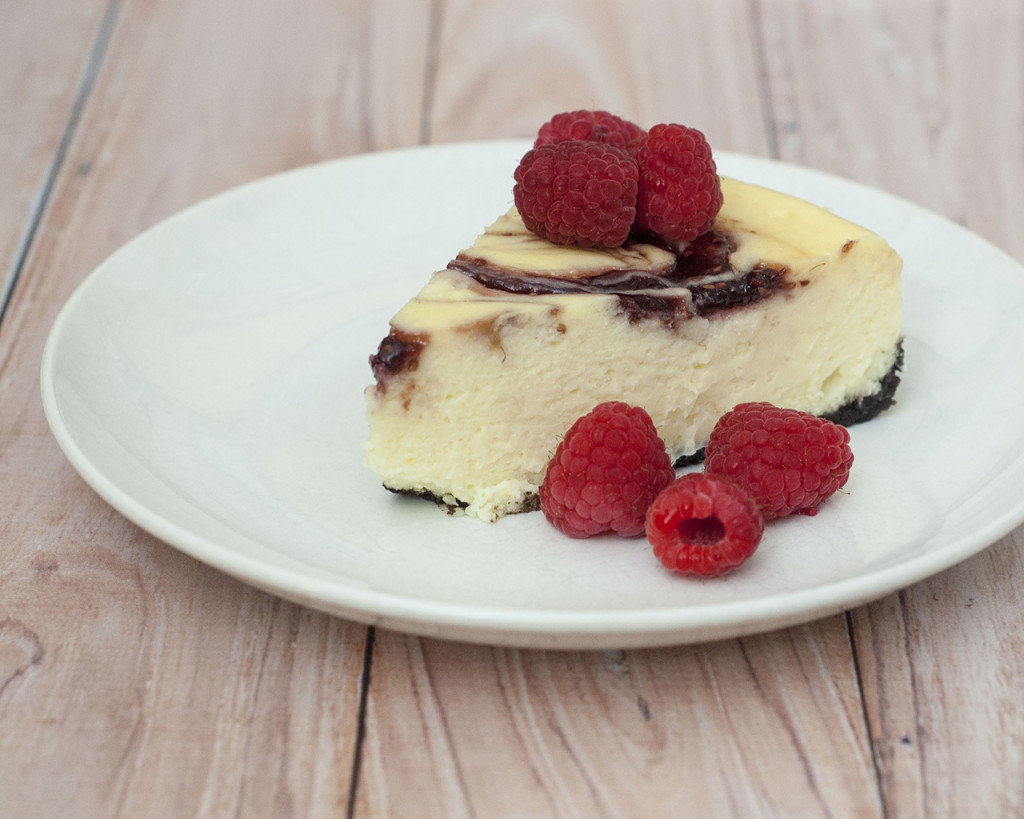 White Chocolate Raspberry Cheesecake #SundaySupper | The Redhead Baker