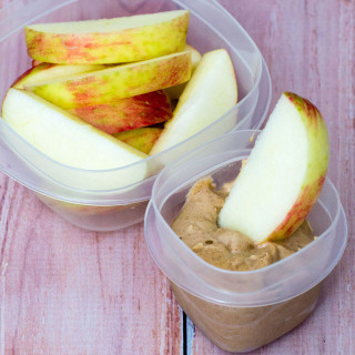 Apple slices with healthy snickerdoodle dip is the perfect snack for your work or school lunch bag. Pack them in leak-proof Rubbermaid containers with Easy-Find Lids for worry-free transportation! #CLBlogger TheRedheadBaker.com