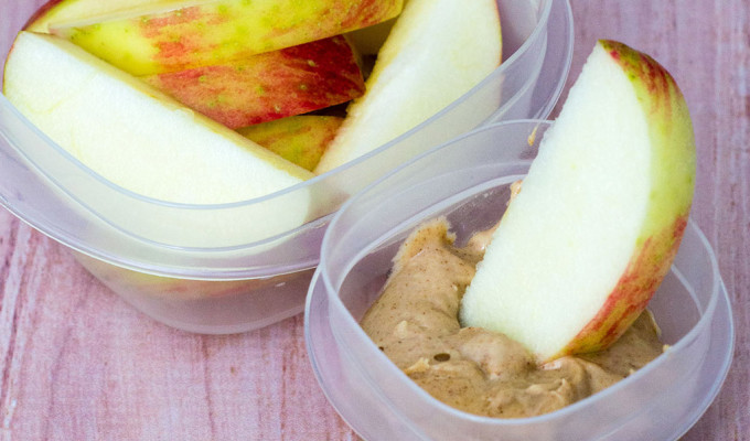 Apple Slices with Snickerdoodle Dip