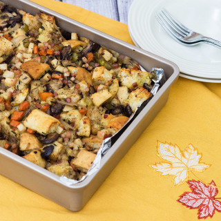 This Thanksgiving stuffing is packed full of flavor, from the #LaBreaBakery bread, to the veggies, to the cinnamon-coated apples. Make it ahead of time, then crisp the top in the oven while your turkey rests.