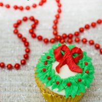 Christmas Wreath Cupcake Tutorial + an Amazon Gift Card Giveaway