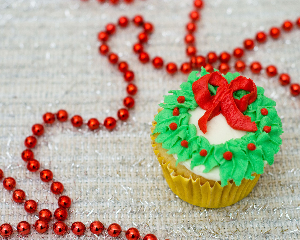 In this Christmas Wreath Cupcake tutorial, I show you how to turn your favorite cupcake into a festive Christmas wreath with some red and green icing and a few simple tools.