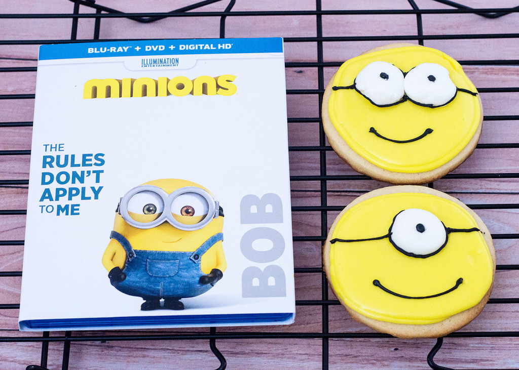 With these no-spread sugar cookies, you can serve delicious minion-inspired treats at your next family movie night! #MinionsMovieNight TheRedheadBaker.com
