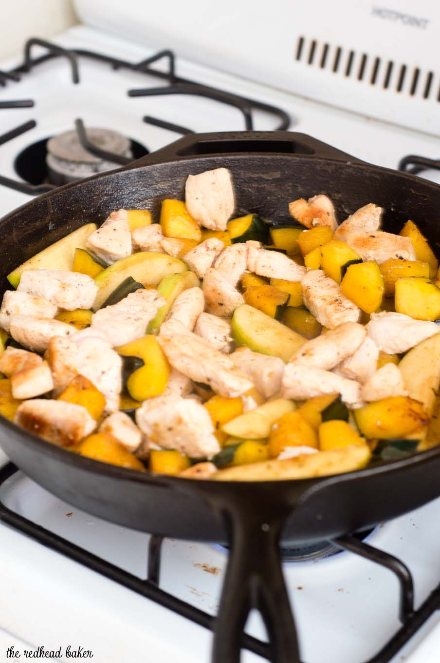 This apple, squash and chicken skillet meal is perfect for busy weeknights: ready in under 30 minutes, and only one pan to wash! #SundaySupper