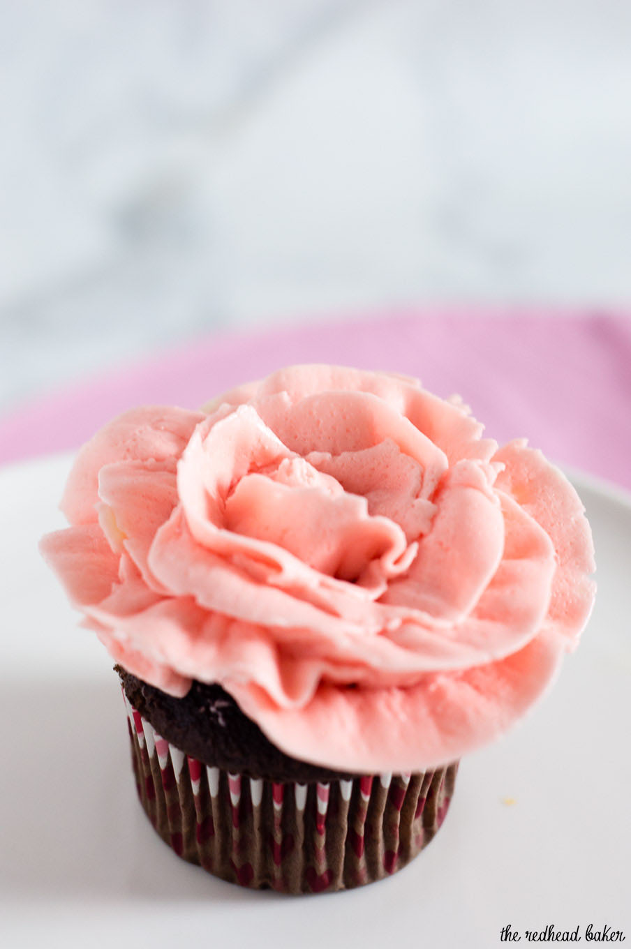 This Tutorial Shows You How To Use Frosting Turn Your Cupcakes Into Rose Using