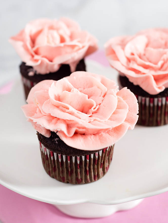 This tutorial shows you how to use frosting to turn your cupcakes into rose cupcakes using buttercream frosting and a few piping tools.