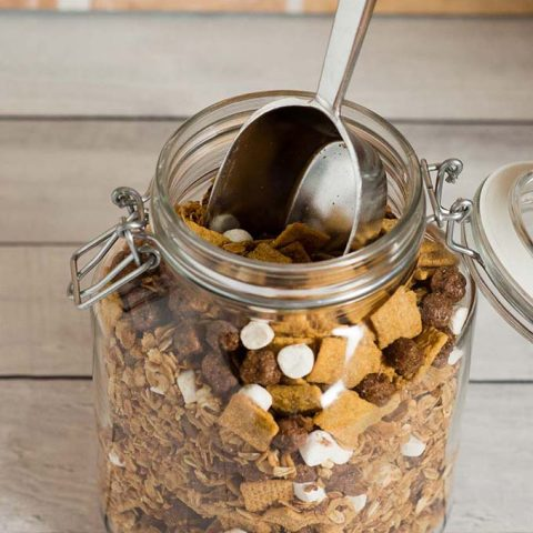 Back-to-school means busy days. Make a batch of this S'mores Granola made with HONEY MAID® S'mores so you always have a snack at the ready. #StockUpWithPost #sponsored