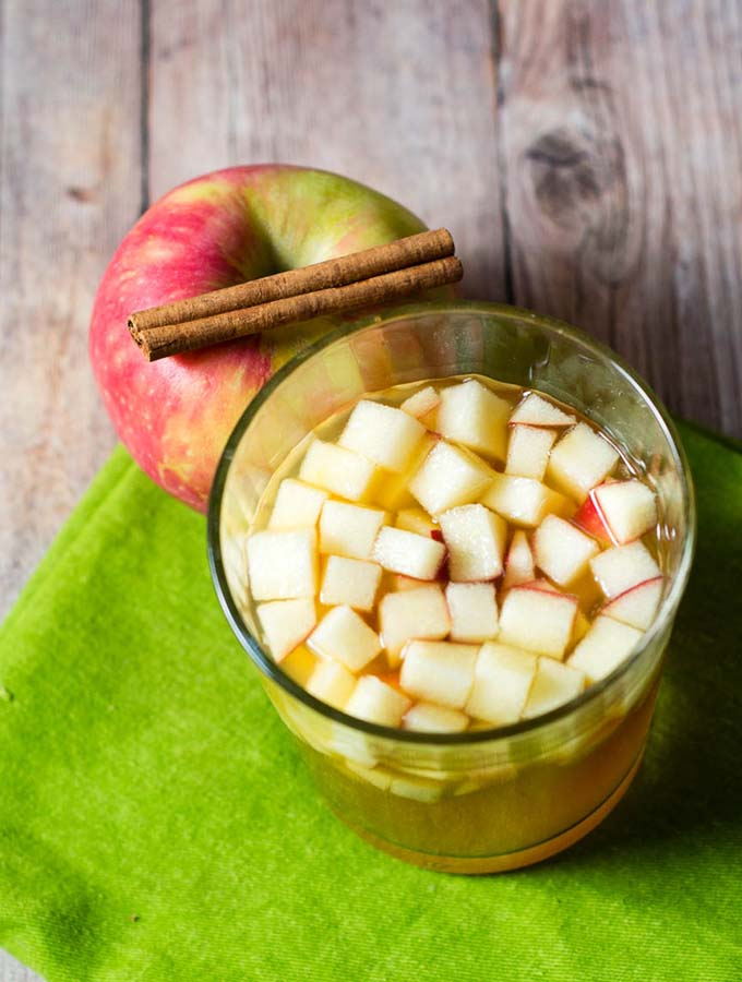 Cinnamon Apple Cider Sangria #AppleWeek