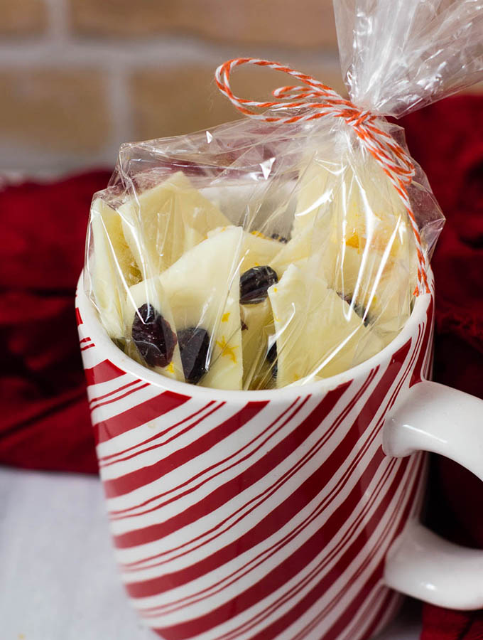 Have a lot of holiday parties to attend? Homemade cranberry-orange bark gives your wallet a break, and provides your hostess with a delicious treat. #FoodGifts