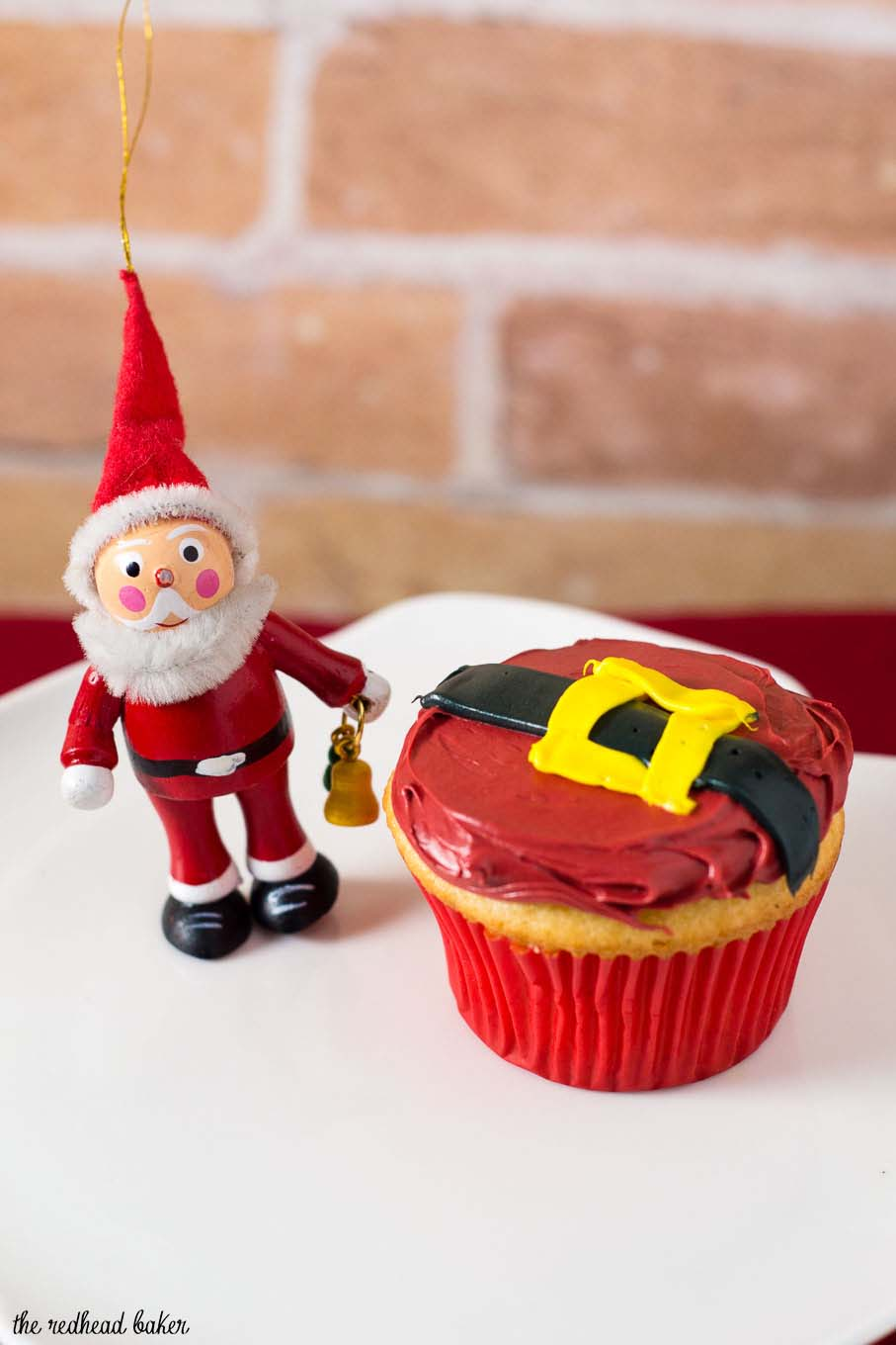 Use this tutorial to learn how to make Santa Claus Cupcakes! These easy cupcakes are a festive addition to any Christmas party or dinner. #NationalCupcakeDay