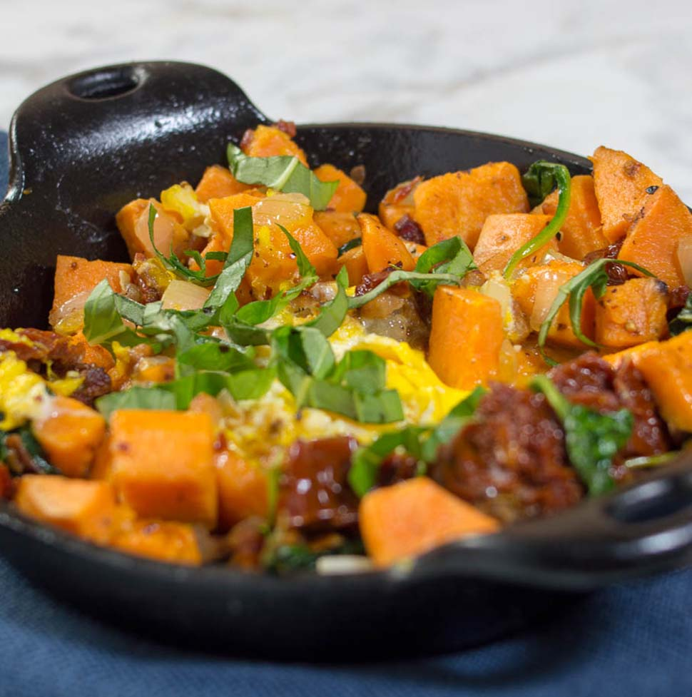 Brunch doesn't have to be a diet-buster! Sweet potato hash with pancetta, sun-dried tomatoes and spinach is a filling yet nutritious breakfast dish.